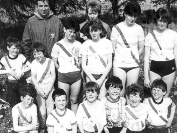 Cranford athletes with Eamon Giles and Rose Gavaghan at the Donegal track relays in Glenties in April 1986. Back row: Turlough Giles, Aidrian Divine, Siobhan Giles, Marguritte Hagan, Clare Giles, Lorraine Kelly. Front L-R: Damian Toland, Thomas Peoples, James Duggan, Colm McFadden, Hugo Duggan, Brendan Giles.