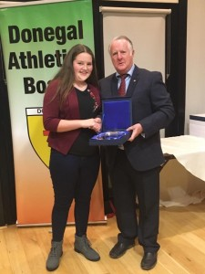 Aoife Giles recieving her prizerom Bernie Callaghan.