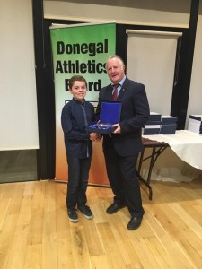Oisin Kelly receiving his Award from Bernie Callaghan